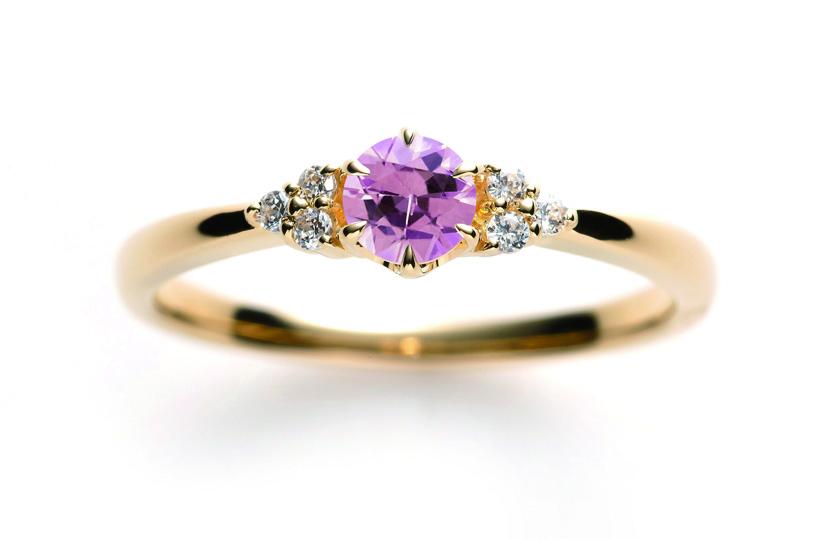 ピンクサファイヤの婚約指輪