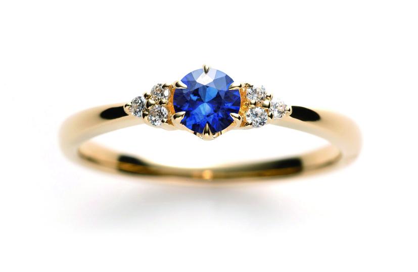 サファイヤの婚約指輪