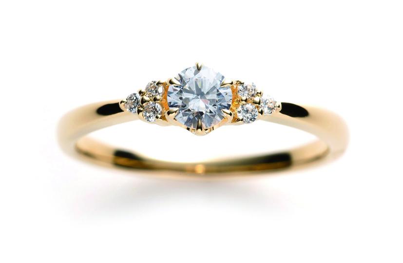 ホワイトサファイヤの婚約指輪