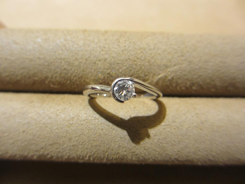 ずっと使っていなかった婚約指輪をネックレスに