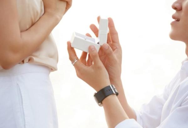 サプライズプロポーズで婚約指輪を選ぶメリット