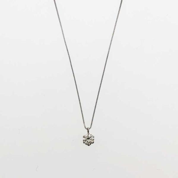 記念日にダイヤモンドネックレス